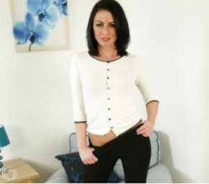 Zaoua escort masseuse Roussillon, 38